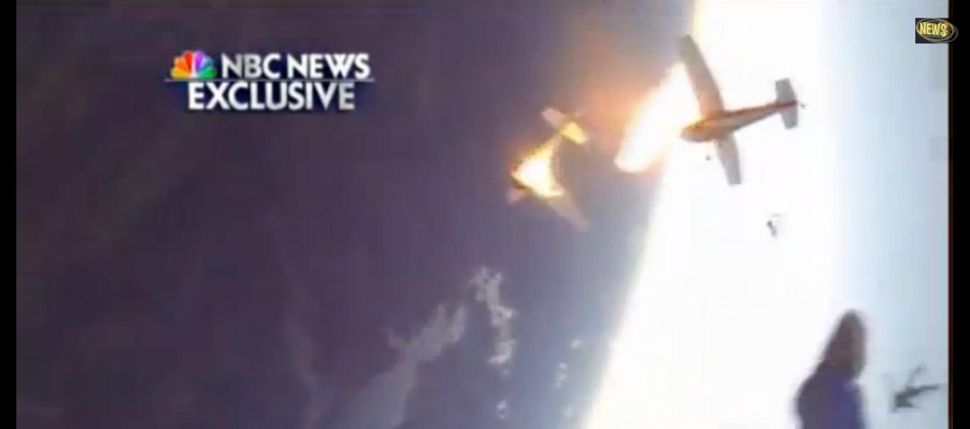 Paracaidistas escapan de la colisión en aire de dos aeronaves.
